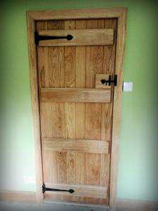 internal oak ledged door
