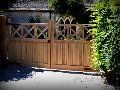 oak gates with lower boarding