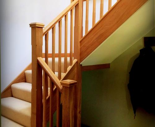 oak half turn staircase